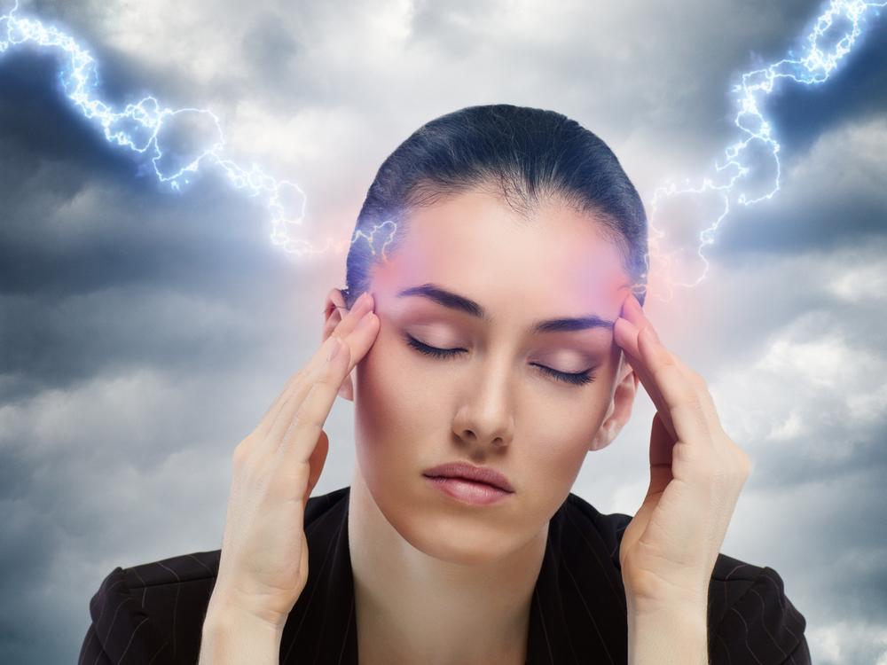 Давление 115 на 70 болит голова болит живот и слабость что это