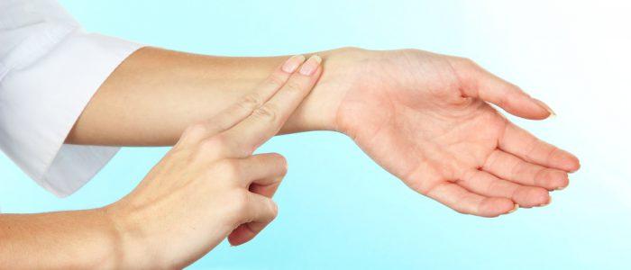 Давление и пониженный пульс: что делать, причины, как лечить